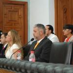 Concejales de Ciudadanos y, al fondo, de IU, momentos previos a la votación.